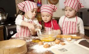 criancas cozinhando