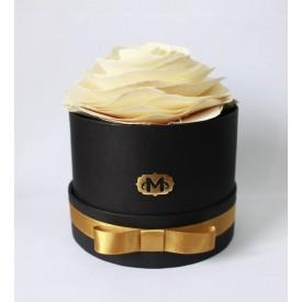 flor na caixa branca madressenza 1 casa cafe e mel